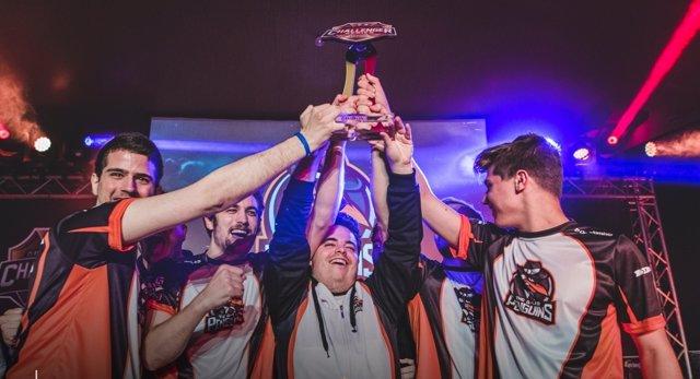 Nota De Prensa Y Fotografías: Liga Videojuegos Profesional Ganador