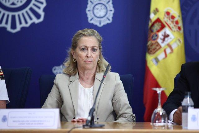 Concepción Dancausa acude a la presentación del libro Policía Nacional