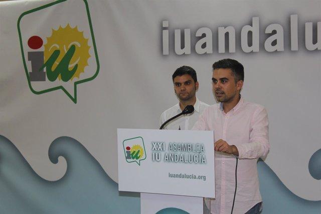 Los portavoces  de IULV-CA, Ángel de la Cruz y Pedro J. Ortega