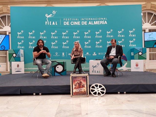El directo Federico Cueva y la productora Mª Luisa Gutiérrez, en rueda de prensa