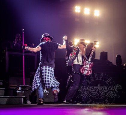 VÍDEO: Billy Gibbons de ZZ Top, invitado sorpresa de Guns n' Roses sobre el escenario en Houston