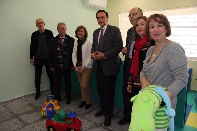 Autoridades asistentes a la inauguración de las nuevas dependencias del CAIT