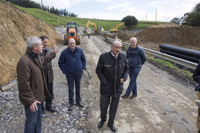 Mazón supervisa las obras de la carretera Ajo-Güemes