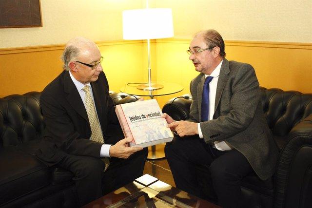 El ministro de Hacienda, Cristóbal Montoro, y el presidente Javier Lambán.