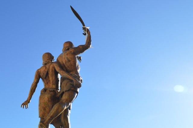 Escultura d'Indíbil i Mandoni de Lleida després de la desaparició de la seva lla