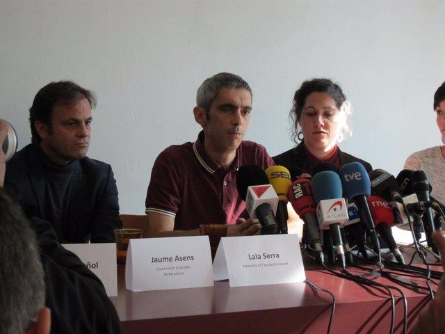Roger Español, herido por bala de goma el 1-O, con Jaume Asens y Anaïs Franquesa
