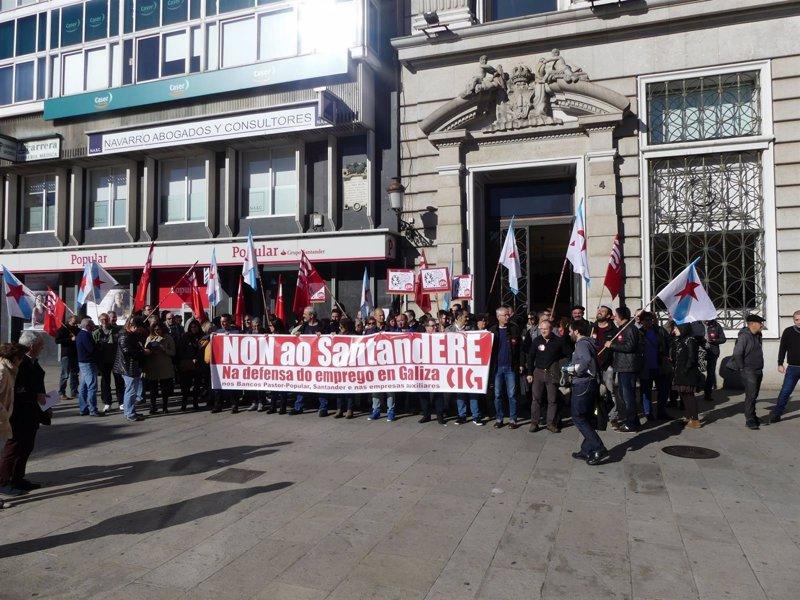 Representantes de la cig se movilizan en a coru a contra for Pastores alemanes en coruna
