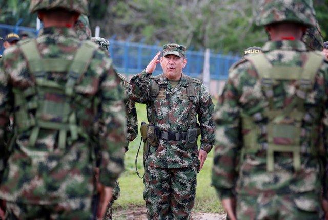 Juan Pablo Rodrguez pasa revista a las tropas colombianas