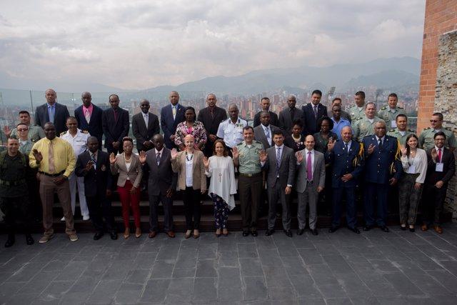 Colombia estrecha cooperación con 12 países