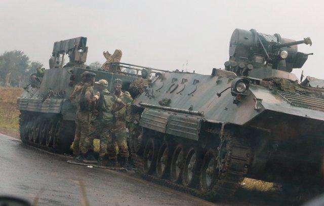 Militares en los accesos a Harare