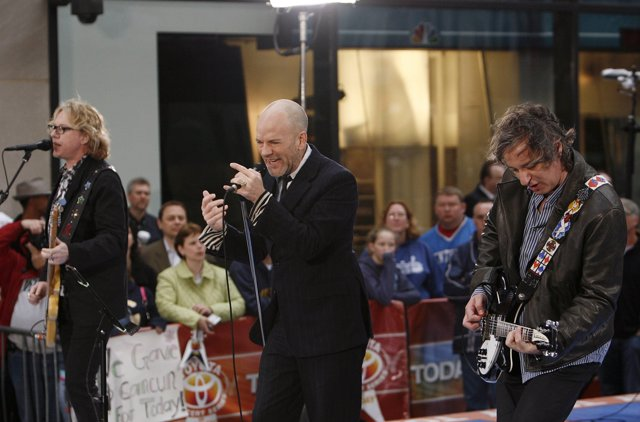 BAUER-GRIFFIN Michael Stipe of R.E.M. Performs live during the NBC 'Today Show'.