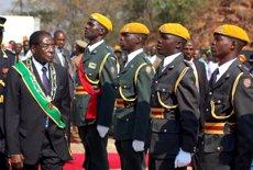 """L'Exèrcit anuncia """"avanços significatius"""" contra """"criminals"""" i diu que manté els contactes amb Mugabe (REUTERS / PHILIMON BULAWAYO)"""