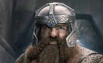 """Foto: Gimli carga contra la serie de El Señor de los Anillos: """"El pobre Tolkien debe estar revolviéndose en su tumba"""""""