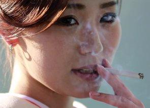 Japón suaviza drásticamente su postura sobre la prohibición de fumar en restaurantes (YUYA SHINO / REUTERS)