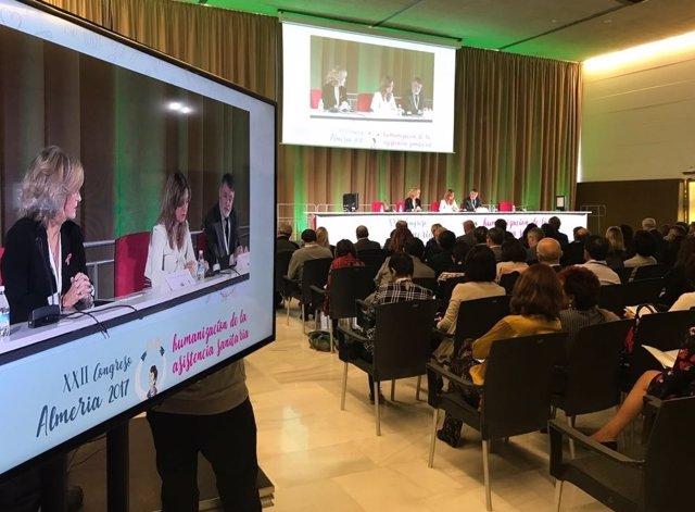 La consejera de Salud interviene en un congreso en El Toyo