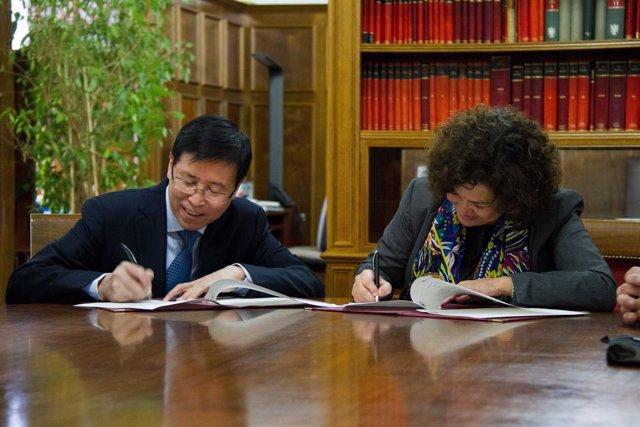 Firma de convenios entre las universidades de Granada y Tianjin (China)