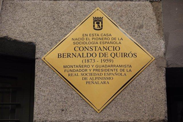 Placa en honor a Bernaldo de Quirós