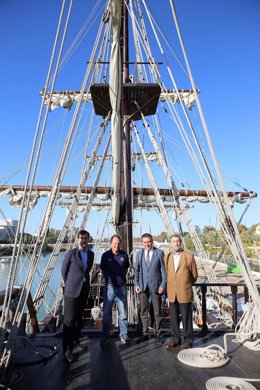 """Sevilla acoge en su puerto tres """"museos flotantes""""."""