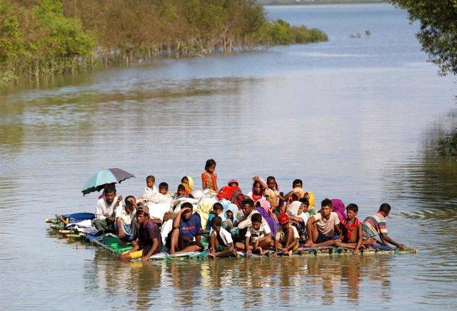 Balsa con refugiados rohingya