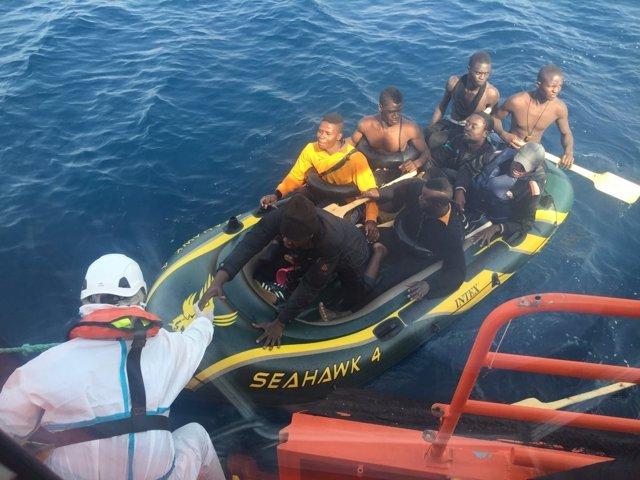 Rescate de inmigrantes en aguas del Estrecho por la Salvamar Gadir