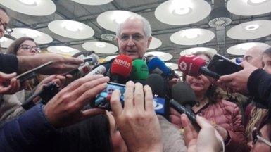 """Ledezma diu sentir-se """"lliure"""" a la seva arribada a Madrid i anuncia que es reunirà amb Rajoy el migdia (Europa Press)"""