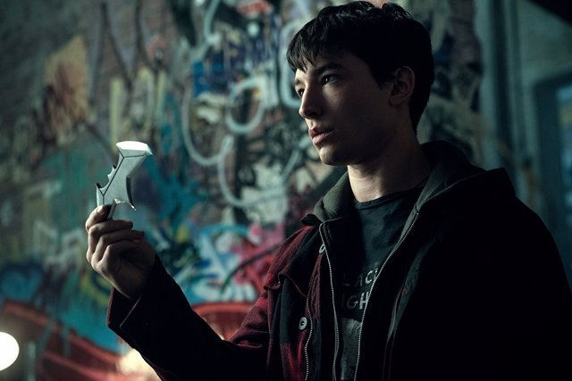Ezra Miller es The Flash en Liga de la Justicia