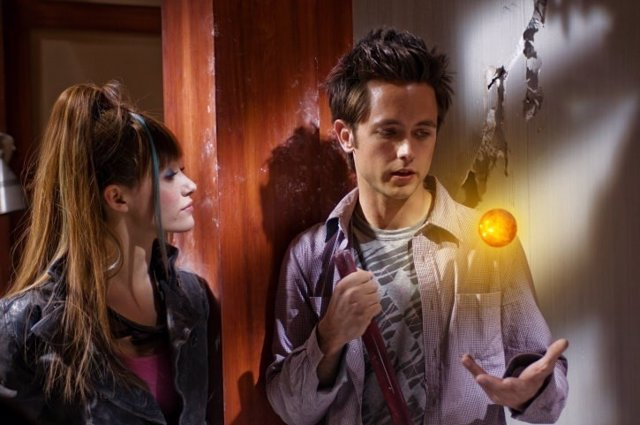 Bulma (Emmy Rossum) and Goku (Justin Chatwin) plot their next moves to retrieve