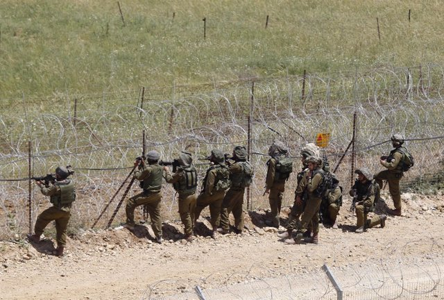 Soldados De Israel En La Frontera