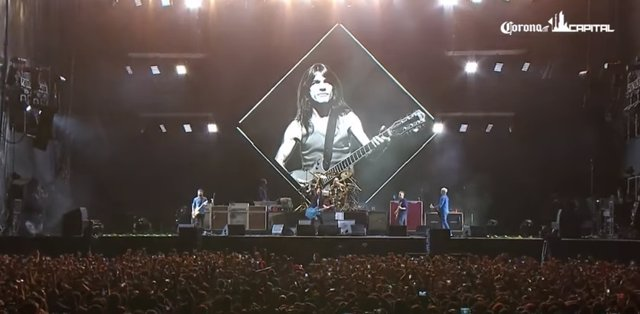 Foo Fighters honran a Malcolm Young