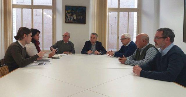 Imagen de la reunión de los grupos de oposición y La Barranca
