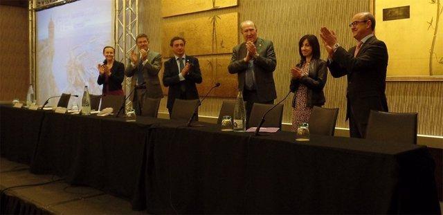Barrientos (TSJC) recibe un premio de la AJFV a los jueces catalanes