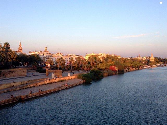 Vistas de Sevilla desde el puente de Isabel II