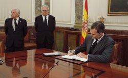 El rei, el Govern espanyol i la cúpula judicial i fiscal s'acomiaden del fiscal general José Manuel Maza (POOL)