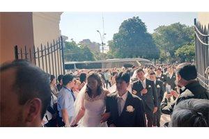 Una empresa paraguaya organiza y paga la boda colectiva de 111 parejas que trabajan en ella