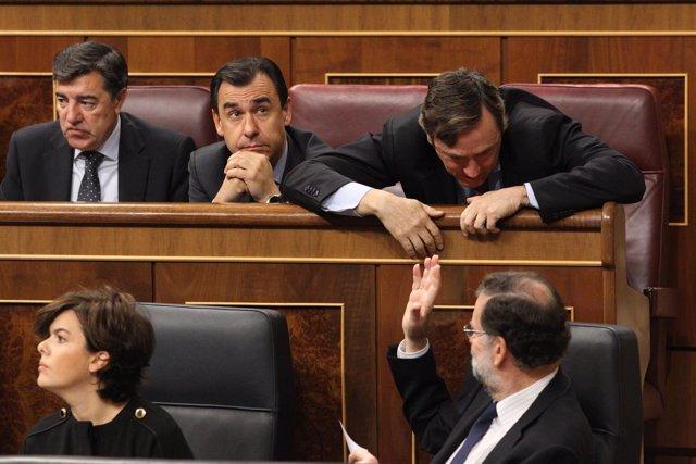 Rajoy y Rafael Hernando en el Congreso
