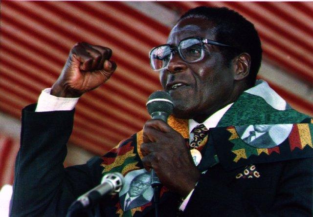 Robert Mugabe durante un discurso en Zimbabue, 1996