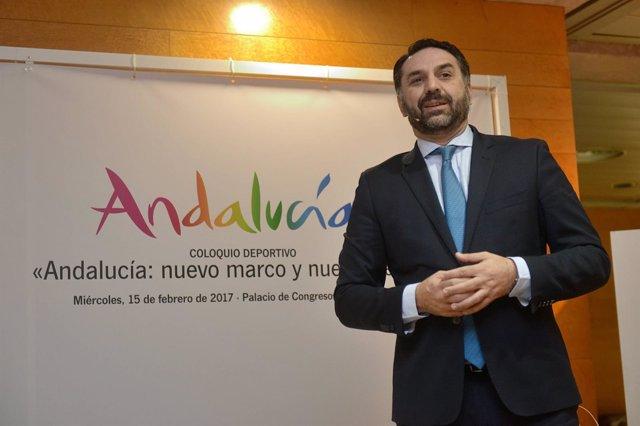 El consejero de Turismo y Deporte, Francisco Javier Fernández, en Granada