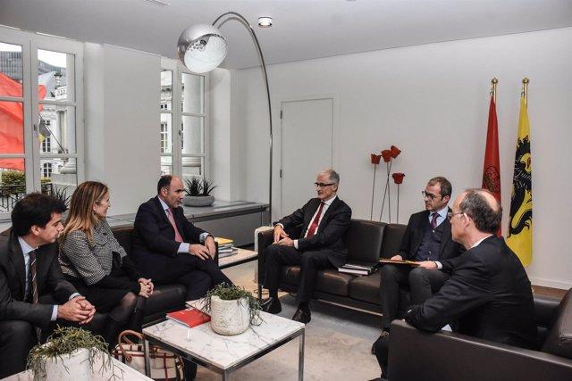Manu Ayerdi se reúne con el Gobierno de Flandes.