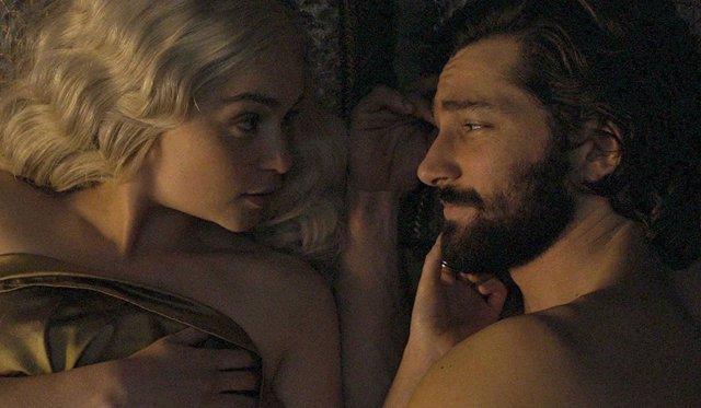 Emilia Clarke y MIchiel Huisman en 'Juego de Tronos'