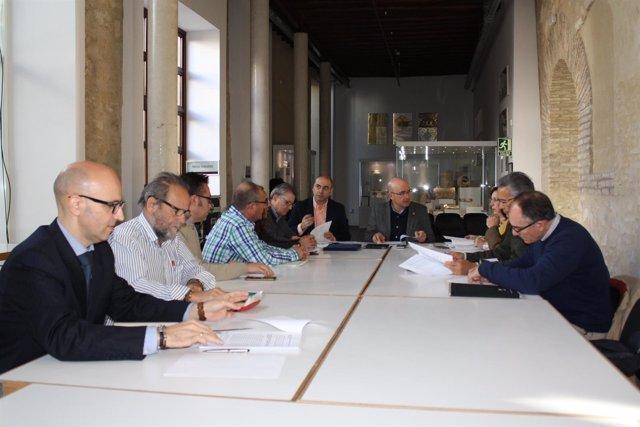 Carmona (al fondo) preside la Comisión Provincial de Riesgos Laborales