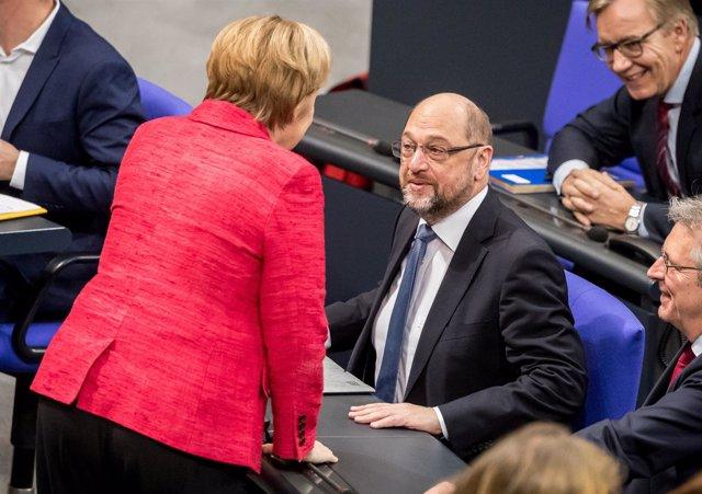 Martin Schulz y Angela Merkel en el Bundestag