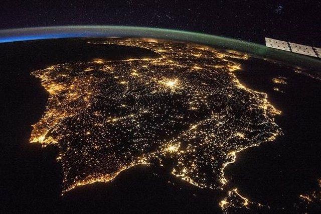 Iluminación artificial de la Península ibérica
