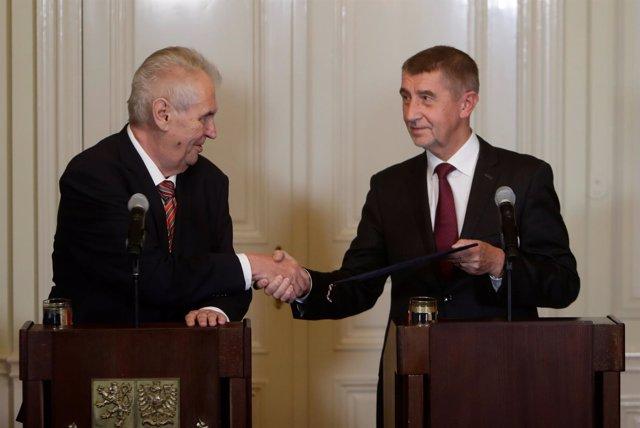 Andrej Babis, líder de ANO y Milos Zeman, presidente de República Checa