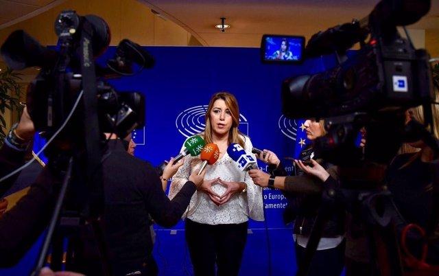 Susana Díaz atiende a los periodistas en Bruselas