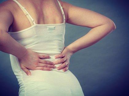 Fisioterapeutas recuerdan la importancia de la postura para evitar lesiones en los cuidadores de personas mayores