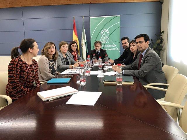 El consejero José Fiscal, con representantes de Granada y el área metropolitana