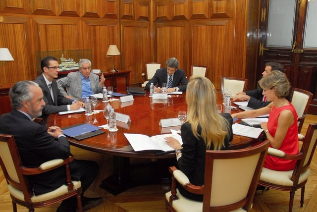 Los cazadores de la ONC se reúnen con Isabel García Tejerina
