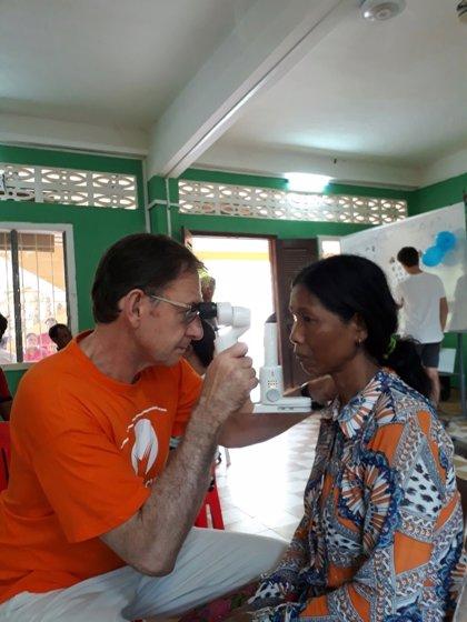 La Fundación Fernández-Vega realiza unas 500 revisiones de la vista en Camboya gracias a un proyecto solidario