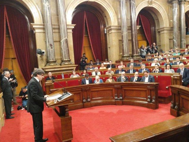 El presidente Carles Puigdemont en el Parlament el 10 de octubre