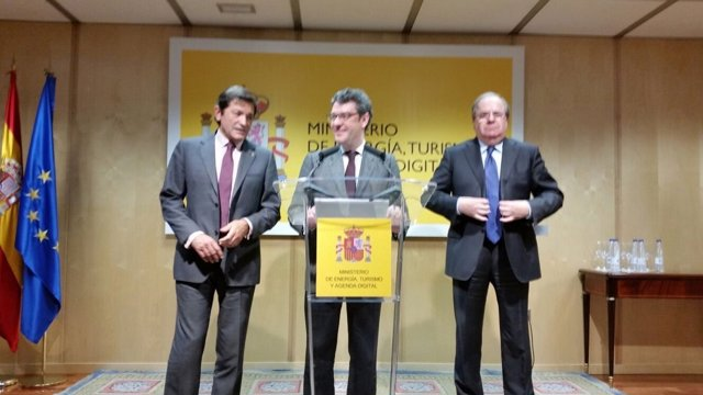 Alvaro Nadal junto a Juan Vicente Herrera y Javier Fernández